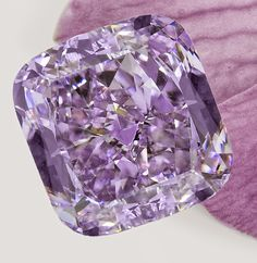 Jewelry News Network: 3.37-Carat Pinkish Purple Diamond On View at Hong Kong Jewelry Fair