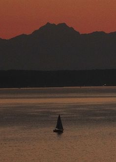 A Seattle Harbour sunset reflects on the Pacific Ocean.