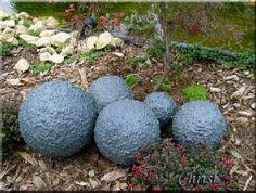 Maken decoratieve bollen voor aan de vijver, vijverdecoratie zelf maken met keien, structuurpoeder, isomobollen
