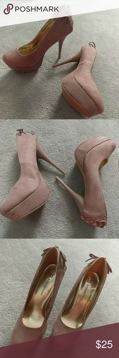 """NWOB JUSTFAB Bethania Stiletto Pump sz 7 Gorgeous mauve/deep blush platform pumps from a smoke and pet free home No damage or defects: see photos No box, never worn Mnfctr: Approx. Heel Height: 5 1/2"""" Approx. Platform Height: 1"""" Runs Slightly Narrow, Synthetic Upper, Man Made Sole,Imported Bait and beguile the object of your desire with Bethania. Her soft faux-suede material and come-hither corset detail distinguish you from the other damsels, as do her proud platform and teasing tapered…"""