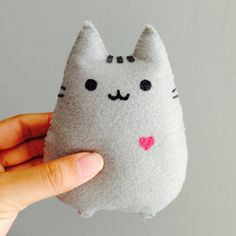 Pusheen heart by liannelin on Etsy Felt Crafts Diy, Crafts To Make, Sewing Crafts, Sewing Projects, Arts And Crafts, Felt Doll Patterns, Felt Animal Patterns, Stuffed Animal Patterns, Felt Toys