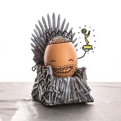And the Emmy goes to... Egg of thrones! 👑🏆🎉 Et non, notre coquetier Trône de Fer ne l'a pas emporté hier soir… Mais félicitations à Game Of Thrones, les grands vainqueurs des Emmy Awards ! #got #gameofthrones #egg #oeuf #coquetier #cadeau #cadeaux #ideecadeau #cadeauxfolies #gift #giftidea #perfectgift #uniquegift #instagood #instacool #serie #seriestv #tele #netflix #emmyawards #emmy #gameofthronesmemes