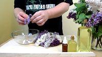Samodzielnie wykonany olejek aromatyzowany kwiatem bzu pachnie tak intensywnie jak tylko lubisz :)