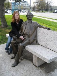 A collection of funny pics featuring people who are having way to much fun with statues. Remember you can add your own hilarious pics to the list as well. Post Pregnancy Diet, Fun With Statues, Funny Statues, Illusion Photos, Funny Poses, Really Funny Pictures, Funniest Pictures, Super Funny Memes, Wtf Funny
