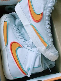 Cute Nike Shoes, Cute Nikes, Cute Sneakers, Nike Air Shoes, Shoes Cool, Retro Nike Shoes, Nike Retro, Nike Shoes Outfits, Sneakers Nike