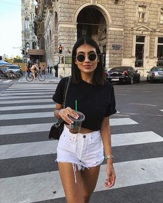 White Denim Shorts Outfits – White jeans shorts – # d layout Summer Shorts Outfits, Summer Outfits For Teens, Casual Summer Outfits, Short Outfits, Cute Outfits, Summer Clothes, Denim Outfits, Outfits With White Shorts, Casual Drinks Outfit
