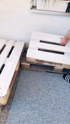 Pallet Garden Furniture, Diy Furniture Couch, Diy Furniture Plans Wood Projects, Furniture Ideas, Pallette Furniture, Diy Furniture Videos, Pallet Furniture Designs, Coaster Furniture, Repurposed Furniture