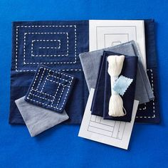 This looks like jean coasters? I mean, why didn't I think of upcycling an old pair of jeans into coasters and place mats? LIGHT BULB!! #DIY #crafts