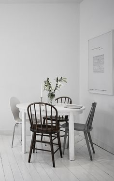 There is just something about an all white home. Some people might find this home boring, but I just love how the light reflects everywhere and how everything that is not white just pops right out. Dining Room Inspiration, Interior Design Inspiration, Living Spaces, Living Room, Compact Living, Restaurant Tables, Round Dining Table, White Houses, Modern Room