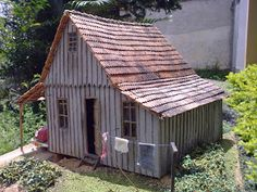 MINIATURE 1:12 SCALE: Nice touches with clothesline and old car
