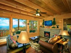 Awesome View Lodge Pigeon Forge (Tennessee) Awesome View Lodge is a holiday home with a hot tub, situated in Seaton Spring. The air-conditioned unit is 9 km from Gatlinburg.  A dishwasher and an oven can be found in the kitchen.