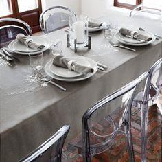 FLORAL GARLAND TABLECLOTH | Simons #maisonsimons #decor #kitchen #arttable #neutral