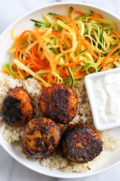 These quick seared Blackened Sea Scallops are coated in a homemade blend of blackened seasoning, then cooked in a cast iron skillet served with a creamy horseradish sauce. Blackened Scallops with Hor Fish Recipes, Seafood Recipes, New Recipes, Dinner Recipes, Cooking Recipes, Healthy Recipes, Healthy Meals, Recipies, Favorite Recipes