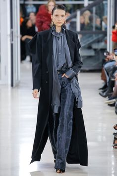 Y/Project Spring 2018 Ready-to-Wear Collection Photos - Vogue