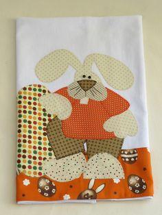 Pano de prato com aplicação em patch aplique.  Barra e aplicação em tecido 100% algodão.