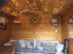 Interior of Tracy Ann Bernard's She Shed - Interior of Tracy Ann Bernard's She Shed - Shed Den Ideas, Shed Hangout Ideas, Summer Sheds, Summer House Garden, Dream Garden, Home Design, Shed Design, Design Design, Summer House Interiors