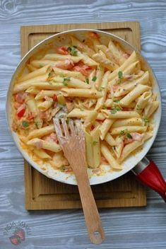 Discover recipes, home ideas, style inspiration and other ideas to try. Pasta Recipes, Cooking Recipes, Healthy Recipes, Good Food, Yummy Food, Food Design, Family Meals, Food Inspiration, Food Porn