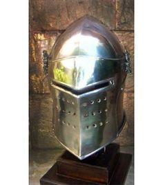 Yelmo medieval de combate con visera