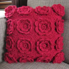 Crochet - Flower Pillow - Pattern and how to sew it together with fabric behind
