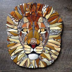 Sticking with the wildlife theme.No photo description available. Mosaic Tile Art, Mosaic Artwork, Mirror Mosaic, Mosaic Crafts, Mosaic Projects, Stained Glass Projects, Stained Glass Art, Mosaic Designs, Mosaic Patterns