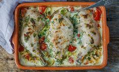 Kylling i form med urter, tomat og fløte Healthy Living Recipes, Low Carb Recipes, Wok, Lasagna, Catering, Chicken Recipes, Good Food, Food And Drink, Turkey
