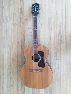 This Guild Aragon is in spectacular original condition for a 53 year old instrument. Spruce top, Mahogany sides, back and Guild Acoustic Guitars, Best Acoustic Guitar, Acoustic Guitar Lessons, Pete Seeger, Types Of Guitar, Guitar Pins, Folk Festival, Guitar Collection, Cool Cases