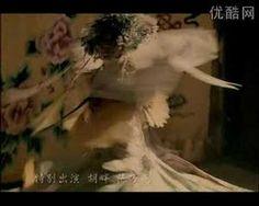 李玉刚的首部原创歌曲《新贵妃醉酒》的MV  Liyugang is one of the most famous singer in china,he is a handsome man,but he can sing songs and Peking operas with female voice.  see more,please check http://post.baidu.com/f?kw=%C0%EE%D3%F1%B8%D5