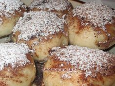 Parené buchty • Recept | svetvomne.sk Cupcakes, Pretzel Bites, French Toast, Food And Drink, Cooking Recipes, Bread, Breakfast, Hot Dog, Eastern Europe