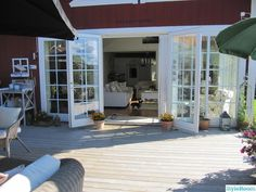 Little things known about interior French doors Outdoor Lounge, Outdoor Rooms, Outdoor Living, Style At Home, New England Hus, Mobile Home Makeovers, Summer Cabins, Balcony Railing, House Rooms