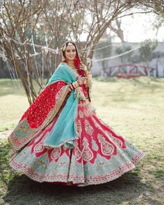 Tag a #bride-to-be who will look resplendent in this outfit. 😍  Bridal Lehenga Images, Indian Bridal Lehenga, Indian Bridal Outfits, Bridal Lehenga Choli, Bridal Dresses, Lehenga Designs, Choli Designs, Bridal Looks, Bridal Style