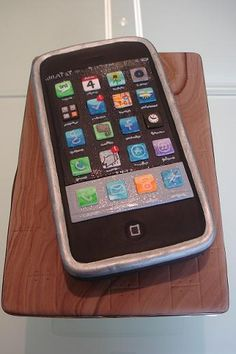 For those addicted to their smartphone, here is a cake for you.