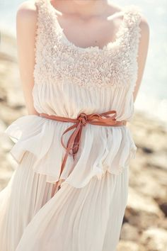 http://rosiewhitely.tumblr.com/post/56202708525/look-girly-and-fresh-in-this-dress-found-here