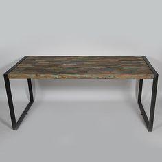 Table repas rectangulaire de type loft industriel. Sa structure en métal et vieux bois patiné lui donne un esprit authentique. http://www.made-in-meubles.com/table-repas-industriel.html