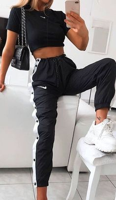 cute outfits for school ; cute outfits with leggings ; cute outfits for women ; cute outfits for school for highschool ; cute outfits for spring ; cute outfits for winter Teen Fashion Outfits, Mode Outfits, Retro Outfits, Look Fashion, Sporty Fashion, Fashion Ideas, Sporty Chic, Nike Fashion Outfit, Black Outfits