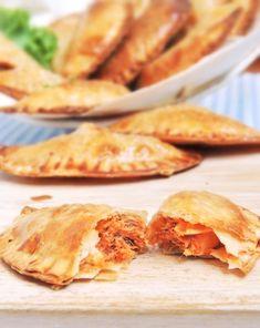 Empanadillas de atún paso a paso Air Fry Recipes, Cooking Recipes, Healthy Recipes, Family Meals, Kids Meals, Tapas, Puerto Rico Food, Latin American Food, Empanadas Recipe