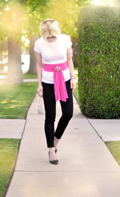 black ankle pants - white tee - pink sash like an obi w/brooch - black pumps Black Ankle Pants, Black Jeans, Spring Summer Fashion, Spring Outfits, Style And Grace, My Style, Only Jeans, Fashion Outfits, Womens Fashion