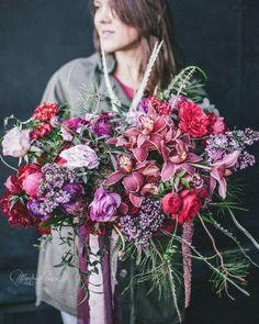 Wedding bouquet red, pink.   Отличных выходных! 💃💃💃  Бомбический букет невесты от Цветочного стиля вам в ленту)) 😈🔥🔥@floral_style   Организатор @happymowed