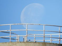 Puesta de la Luna en La Guardia (Toledo) una fría mañana de diciembre