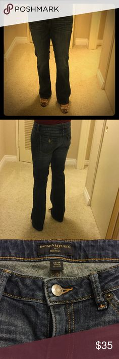 Banana Republic boot cut jeans Banana Republic boot cut jeans, minimal use, great condition. Size 28/6R, 99% cotton, 1% spandex. Please note that this comes from a household with cats (in case of allergies, etc.). Banana Republic Jeans Boot Cut