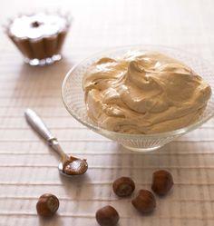 Une recette facile pour faire une crème au beurre au praliné et réaliser de délicieux Paris-Brest, Religieuse, Eclairs au pralin, Gâteau russe ou bûche de noël !