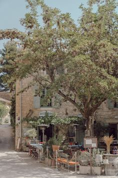 La Provence : Oppède, Ménerbes & l'Isle-sur-la-Sorgue — Mode and The City Beautiful World, Beautiful Places, Places To Travel, Places To Visit, Valensole, Provence France, French Countryside, Travel Aesthetic, South Of France