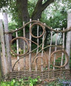 Garden Crafts, Garden Projects, Garden Art, Easy Projects, Outdoor Projects, Garden Beds, Garden Junk, Easy Garden, Wooden Garden