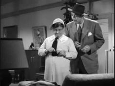I bet you that you're not here - A funny Abbott and Costello skit, where Bud cons the gangster that's guarding him - only for him to then get fleeced by Lou Blondie And Dagwood, Whos On First, Comedy Clips, Harold Lloyd, Comedy Duos, Abbott And Costello, Johnny Carson, Tough Guy, Tv Actors