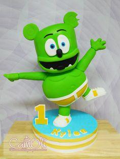 Gâteau gummy bear /// Gummy bear cake Gummy Bear Cakes, Gummy Bears, Gummy Bear Song, 2nd Birthday, Birthday Parties, Fondant Figures Tutorial, Gateaux Cake, Biscuit, Party