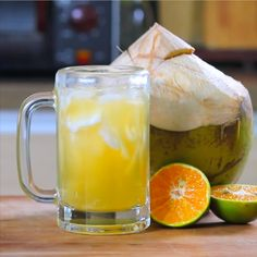 Es Kelapa Jeruk Fresh coconut and sweet orange suitable to be enjoyed when you're tired after th Refreshing Desserts, Delicious Desserts, Yummy Food, New Dessert Recipe, Dessert Recipes, Pudding Desserts, Dessert Drinks, Dessert Ideas, Healthy Recipes