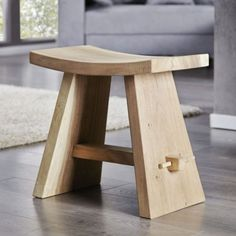 Flexible teak wood stool in natural design. The solid workmanship and g … - Diy Wood Crafting Diy Wood Projects, Wood Crafts, Eco Furniture, Japanese Joinery, Diy Outdoor Table, Multipurpose Furniture, Serving Tray Wood, Wood Stool, Diy Holz