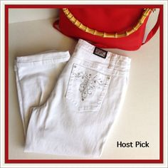 """Earl Jean White Capris Embellished pockets. Gently worn.  98% Cotton 2% Spandex Approx. 18"""" length  PayPal  Trades  Holds Earl Jean Jeans"""