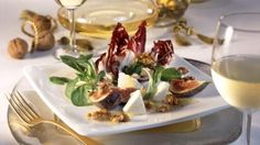 Blattsalat mit Feigen, Ziegenkäse und Honig-Walnuss-Vinaigrette
