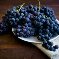 just cause concord grapes are the best. Grape Nutrition, Spinach Nutrition, Holistic Nutrition, Healthy Fruits, Fruits And Veggies, Vegetables, Eating Healthy, Eat Fruit, Fresh Fruit