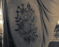 Primer tatoo de viernes!  Flores en lineas para Fermin.  Agradezco la confianza y la paciencia!  Para turnos, menden WhatsApp al 1525565309, buen Vibra para este viernes gente.  #tatuajes #tatoo #flores #diseño #naturaleza #mandala #geometria #geometrictatoo #flowerstatoo #girl #piernas #black #lineas #fotografia #viernes #buen #viernes #prosperidad #gracias